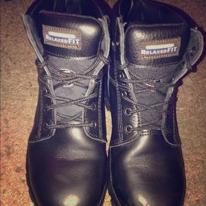Relaxed fit steel toed boots